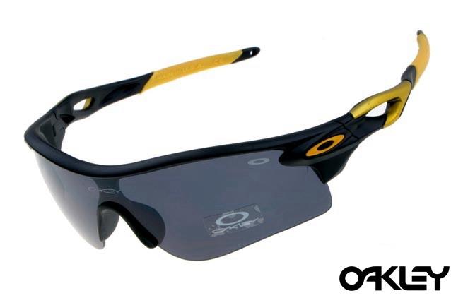 oakley radarlock sunglasses in matte black and black iridium sale