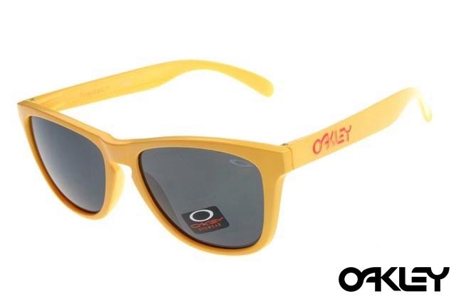 Oakley frogskins sunglasses in enamel yellow and black iridium