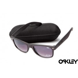 Oakley frogskins sunglasses in matte black and G20 black iridium