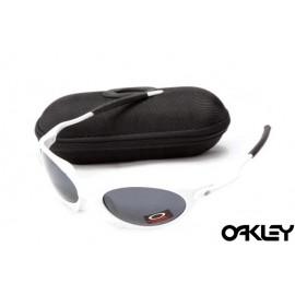 Oakley juliet sunglasses in white and black iridium