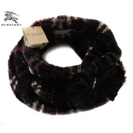 Burberry cashmere black circle scarf with red line