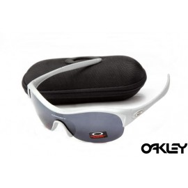 Oakley enduring pace sunglasses in white and black iridium