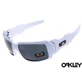 Oakley oil drum sunglasses in matte white and black iridium